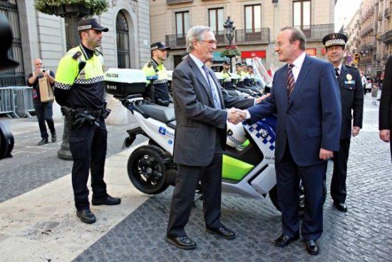 La Guardia Urbana de Barcelona estrena una flota de scooters eléctricos C Evolution
