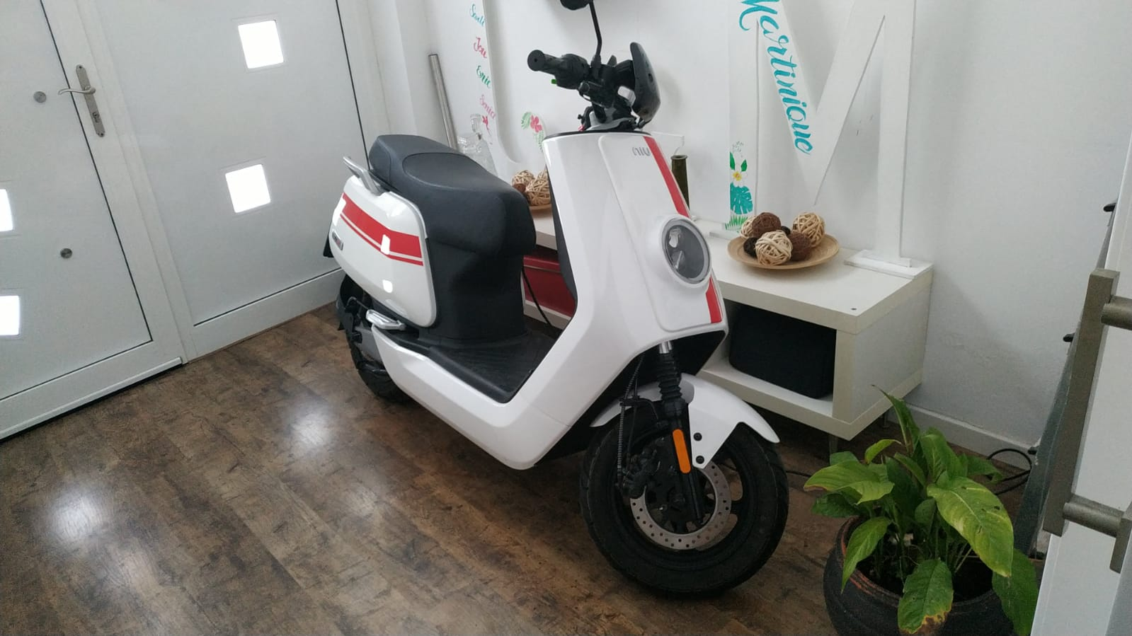 en casa mi moto de prueba NIU