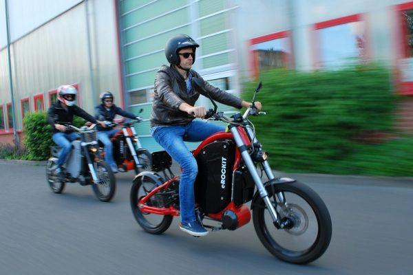 Estas son las diferencias entre las motocicletas eléctricas y las bicicletas eléctricas