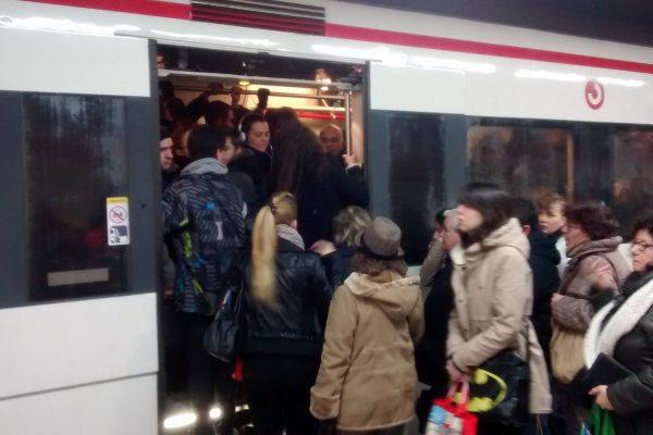 El transporte público de Barcelona podría colapsar como consecuencia de la ZBE