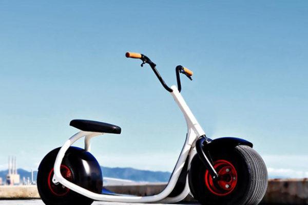 El Scrooser entre scooter y patinete eléctrico a punto de llegar a las calles